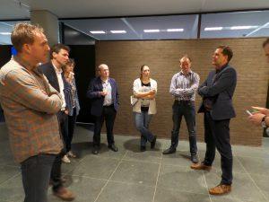 Peter Leendertse met zijn groep leveranciers en Schoon Water partners