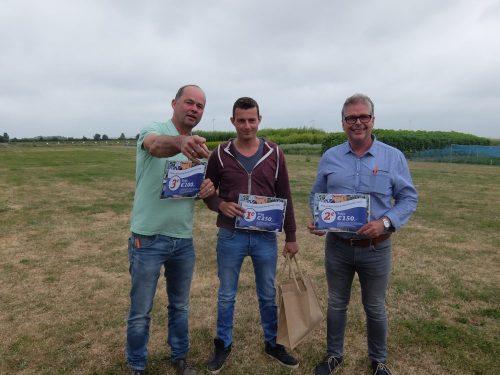Prijswinnaars wedstrijd beste gewasbeschermer van Zeeland: met in het midden hoofdprijswinnaar Jacco van Wingen, links winnaar 3e prijs Jan Blok en rechts winnaar 2e prijs Thijs Flikweert